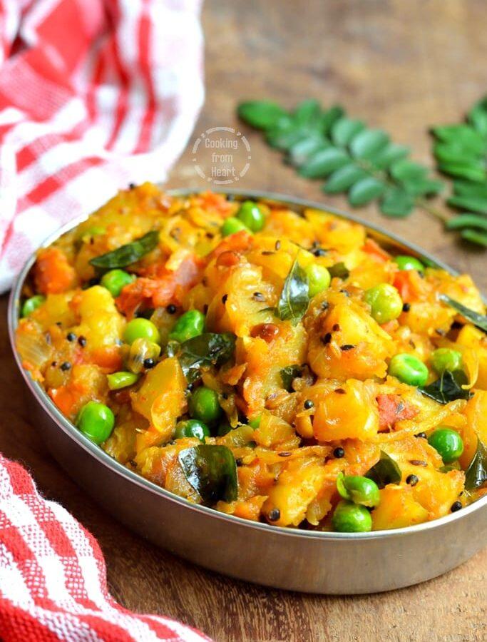 Urulai Kizhangu Kara Kari   Spicy Potato Green Peas Curry